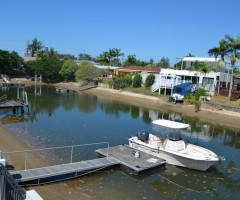 Waterfront home in a quiet cul de sac – ideal for families